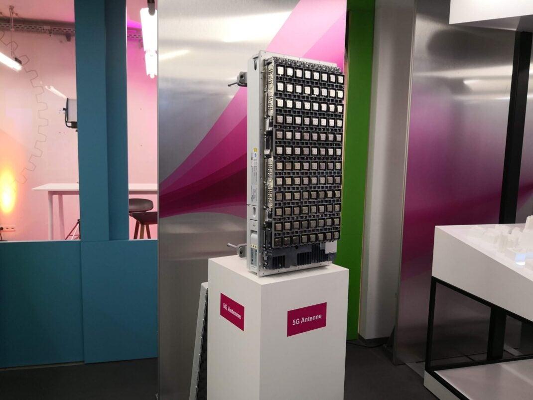 Eine aufgeschraubte 5G-Antenne der Telekom