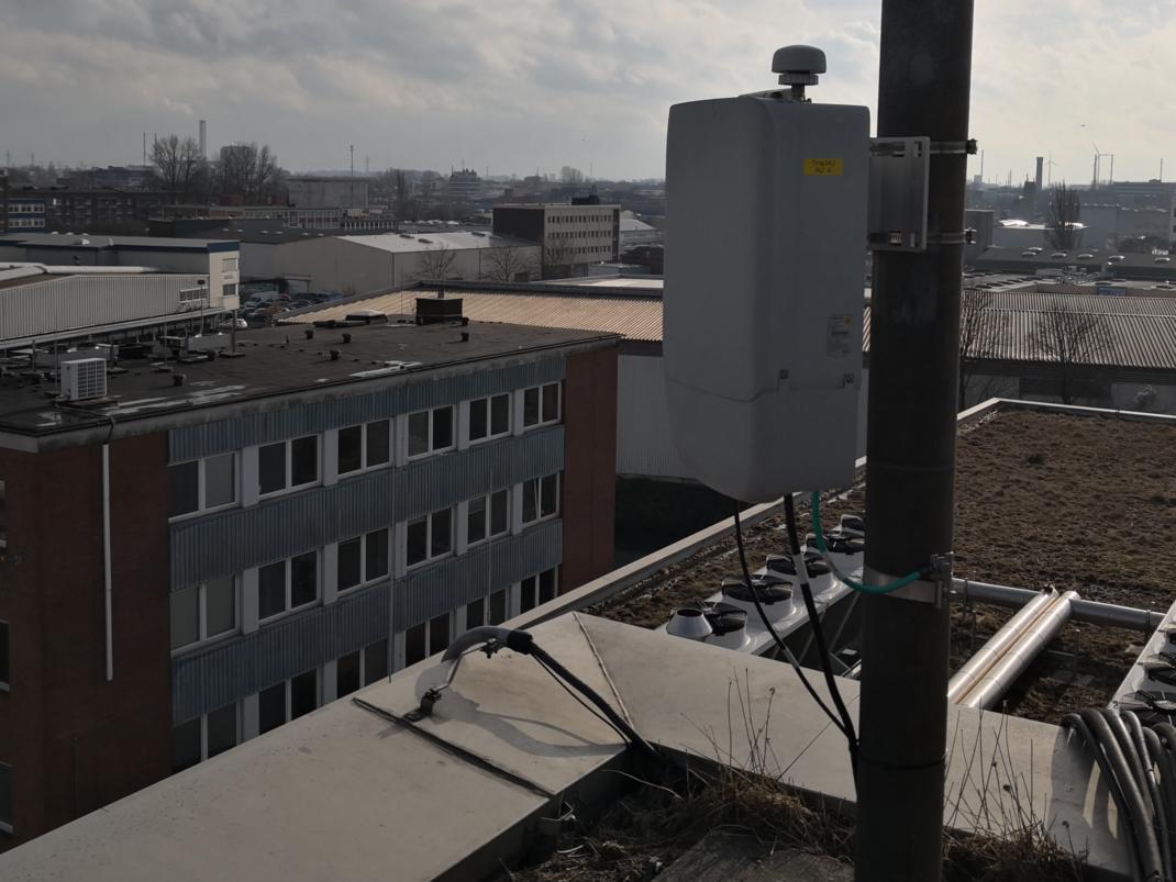 Antenne auf dem Dach