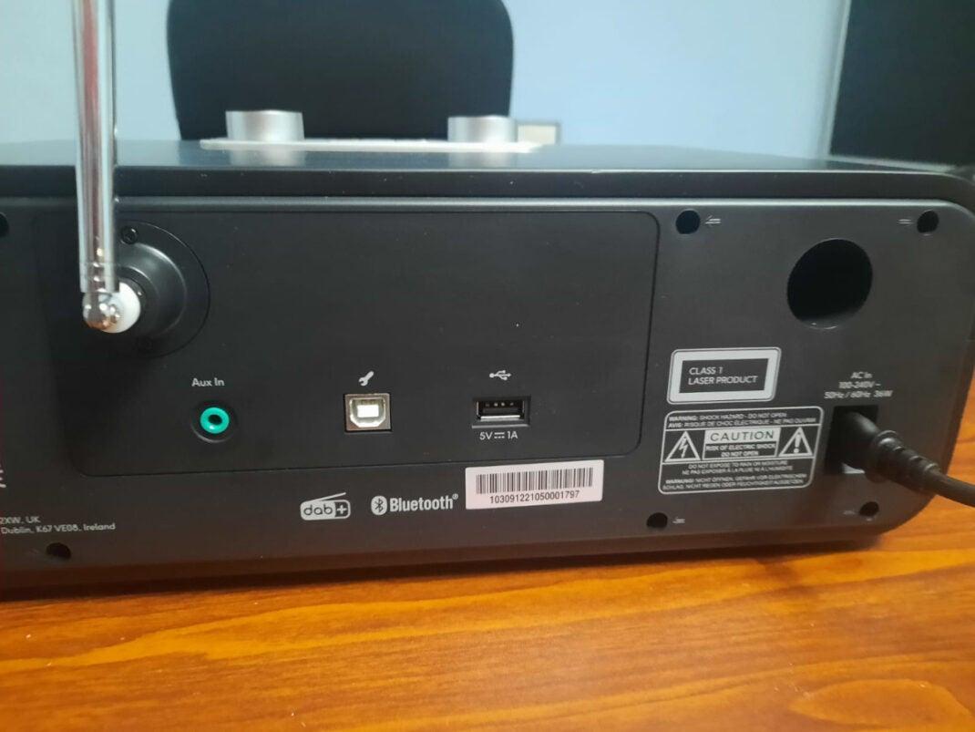 BluTune 300 bietet USB- und AUX-Anschluss