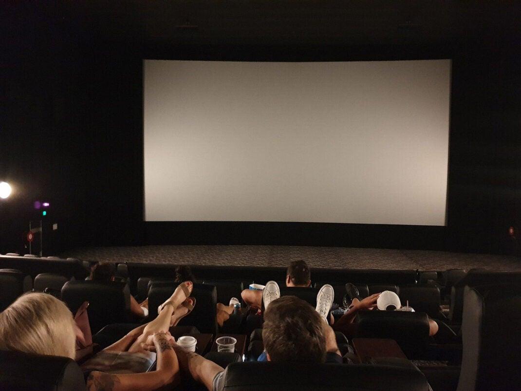 Leinwände bringen das Kinofeeling ins Wohnzimmer