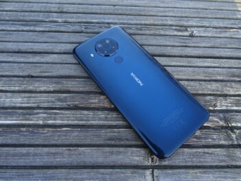 Das Nokia 4.5 in der Farbe Polarnacht