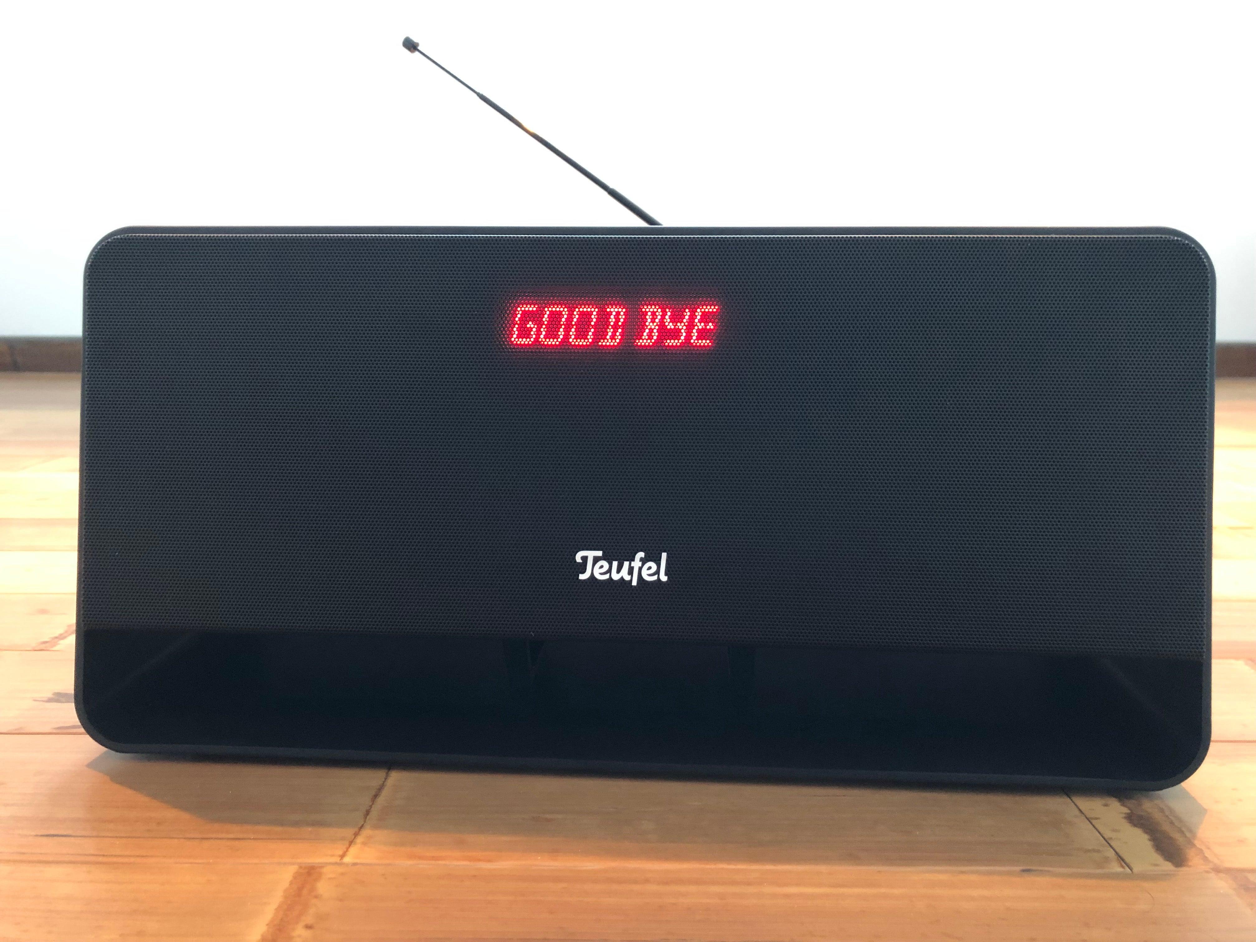 """Beim Ausschalten verabschiedet sich der Teufel Boomster mit einem netten """"Good Bye""""."""