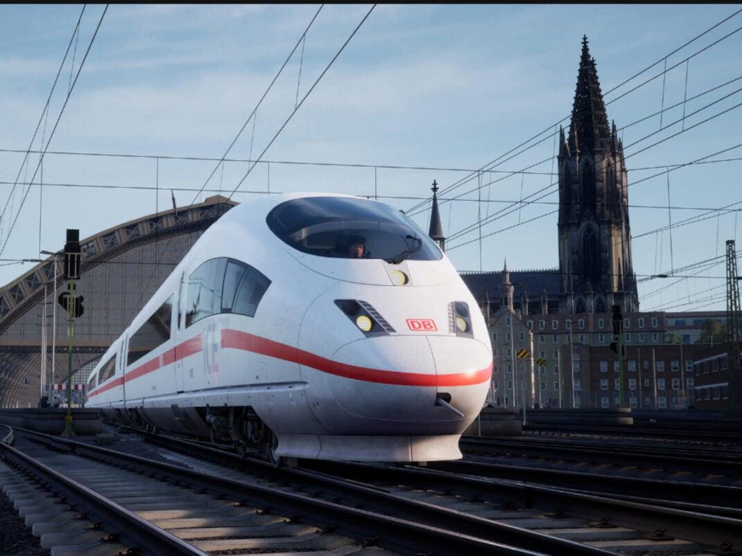 Treno in partenza dalla stazione centrale di Colonia.