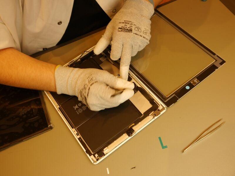 Alle Bilder: Handy-Reparatur im Phone Service Center Duisburg