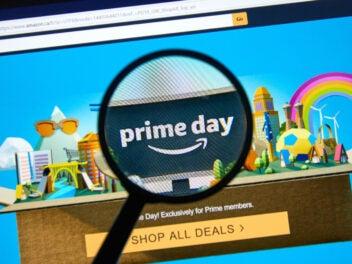 Amazon Prime Day Startseite mit einer Lupe