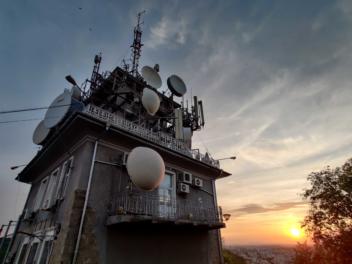 Funkstation im Abendrot