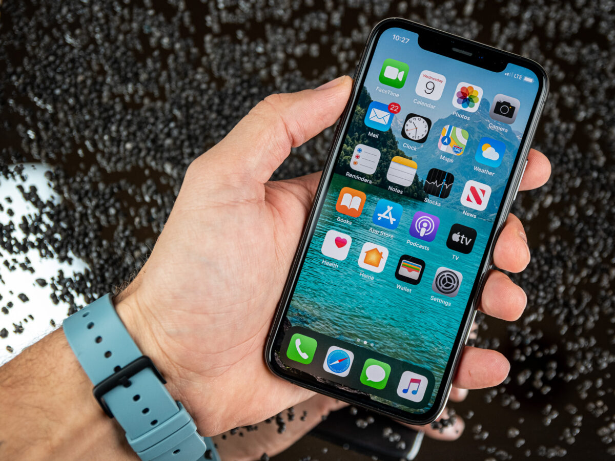 Front des Apple iPhone 11 Pro in der Hand