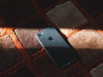 Apple iPhone 8 im Sonnenlicht