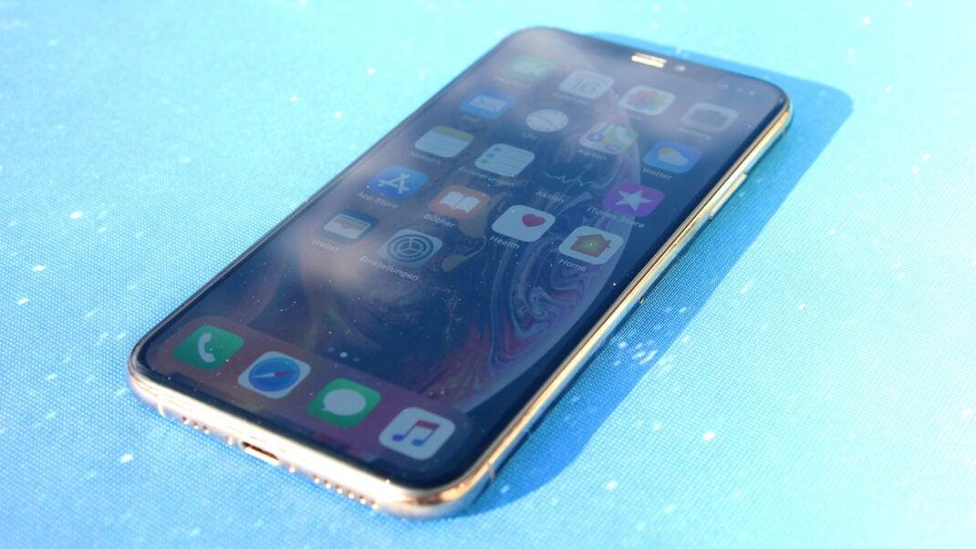 iPhone XS Test: Schräge Draufsicht auf das Apple iPhone XS
