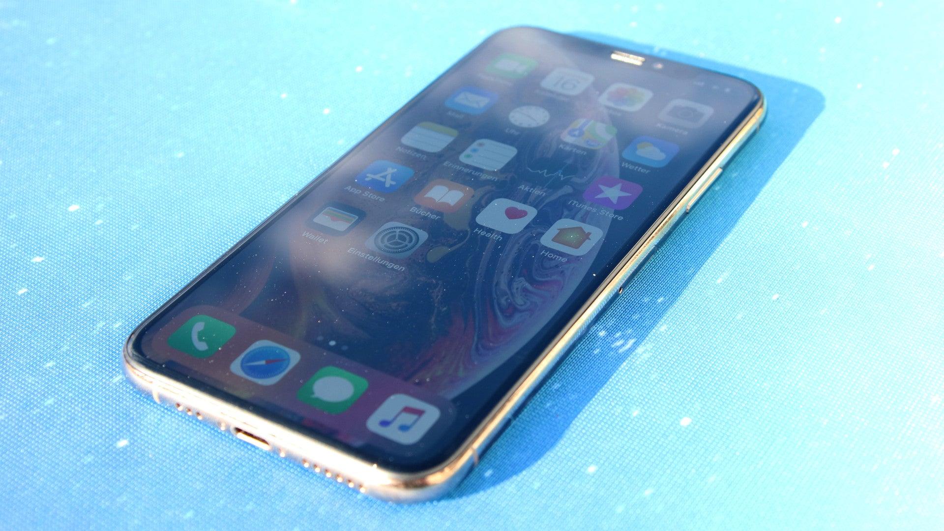 Schräge Draufsicht auf das Apple iPhone XS