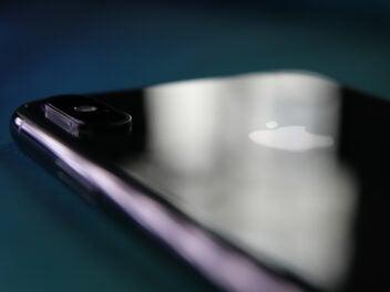 iPhone XS Max mit Lichtreflex