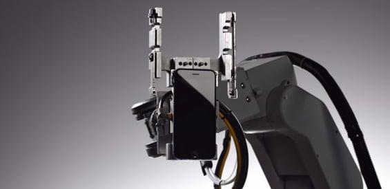 Roboter-Arm mit iPhone