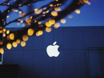 Apple-Logo bei Nacht