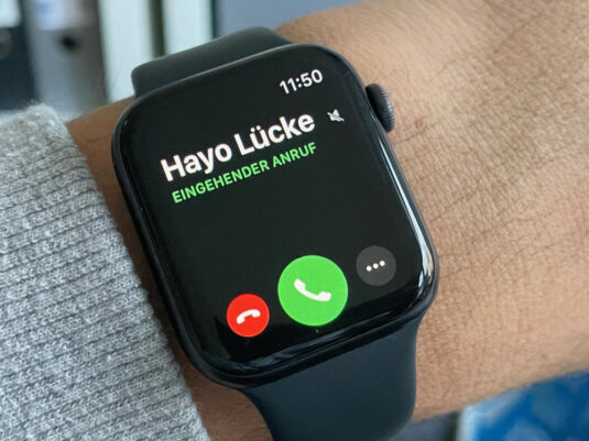 Apple Watch Series 6 incoming Call