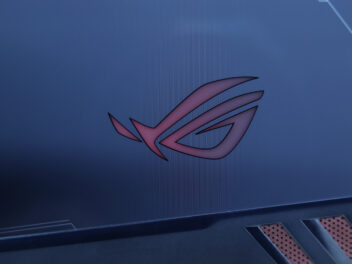 Das Republic of Gamer Logo auf dem Asus ROG Phone in Rot