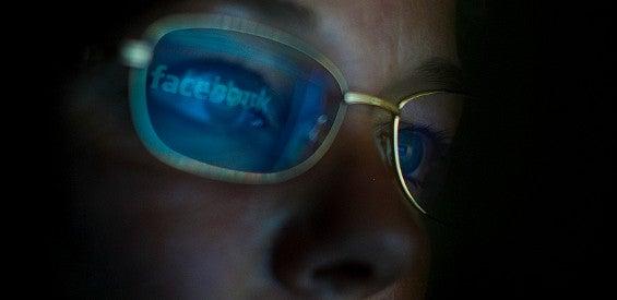 Augen werden durch die Smartphone-Nutzung massiv belastet