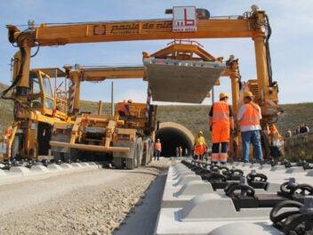 Bauarbeiter im Gleis
