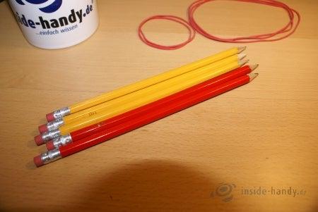 Bleistifte und Gummibänder