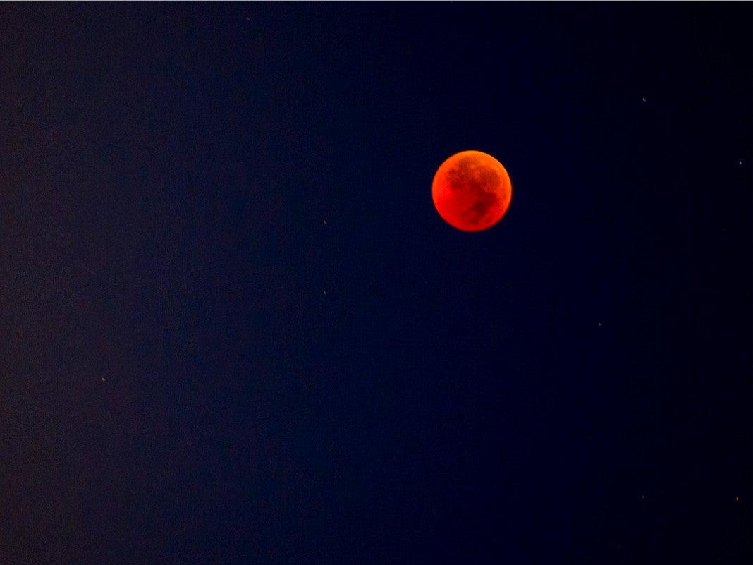 Blutmond am Nachthimmel
