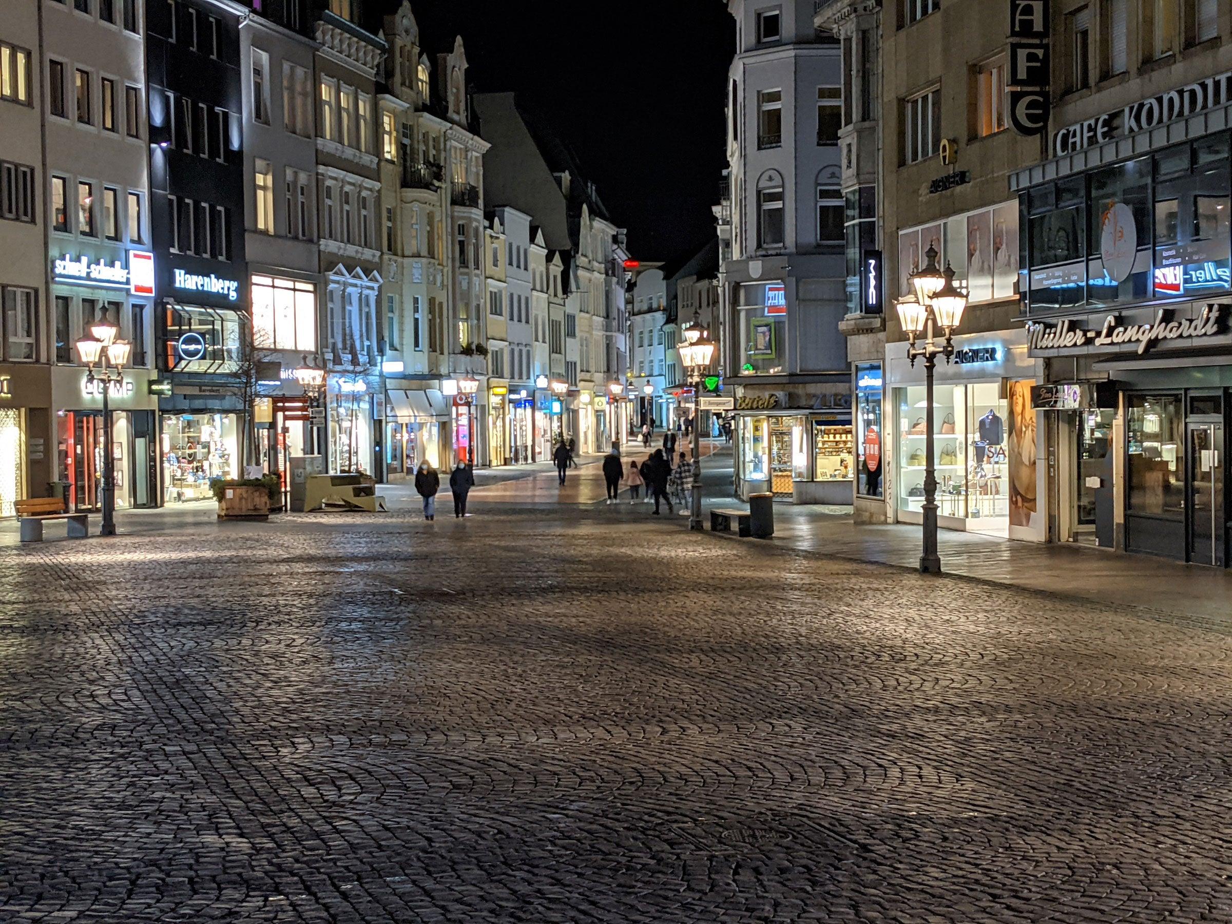 Bild der Bonner Innenstadt -fotografiert mit dem Nachtmodus des Google Pixel 5