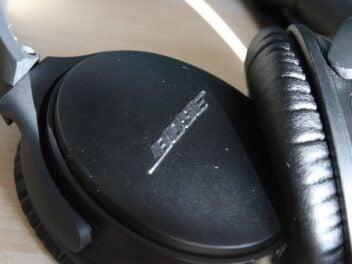 Bose-Kopfhörer QC 35 II mit Schriftzug