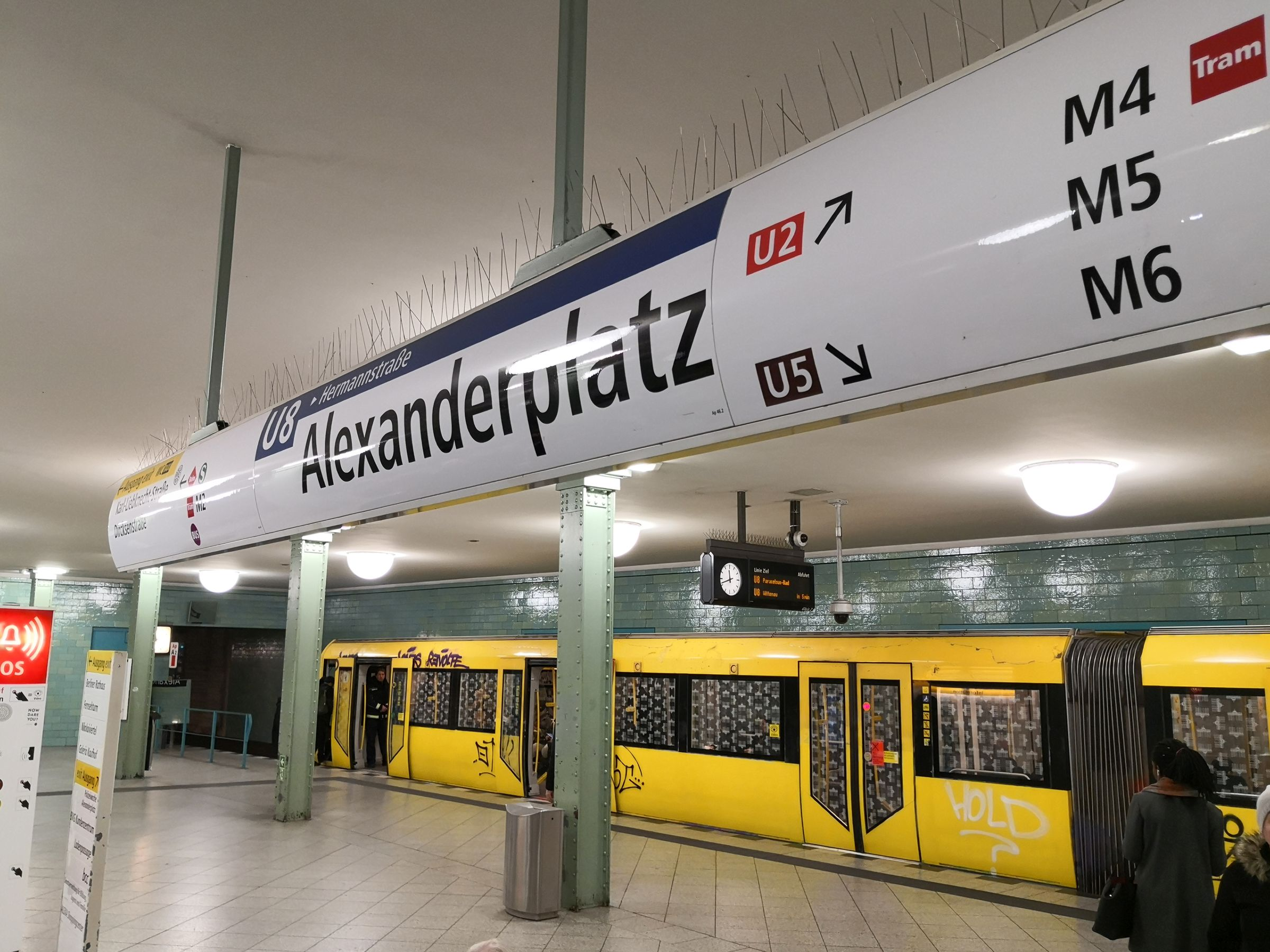 U-Bahn am Berliner Alexanderplatz