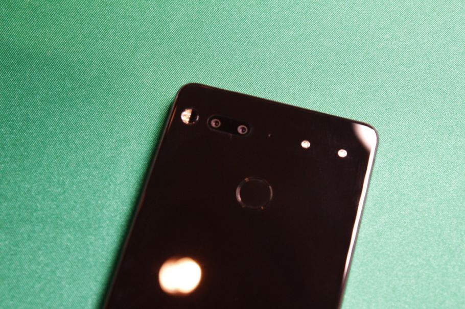 CES 2018: Hands-On Essential Phone