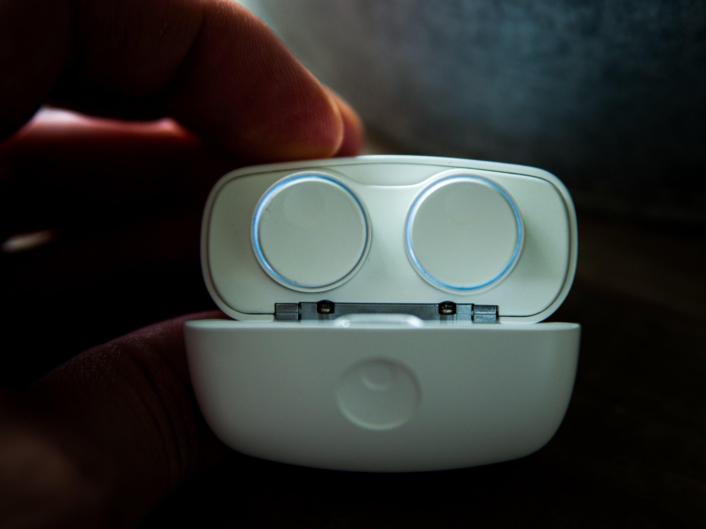 Die feine LED-Beleuchtung der Melomania 1+ zeigt an, ob sie mit dem Handy verbunden sind.