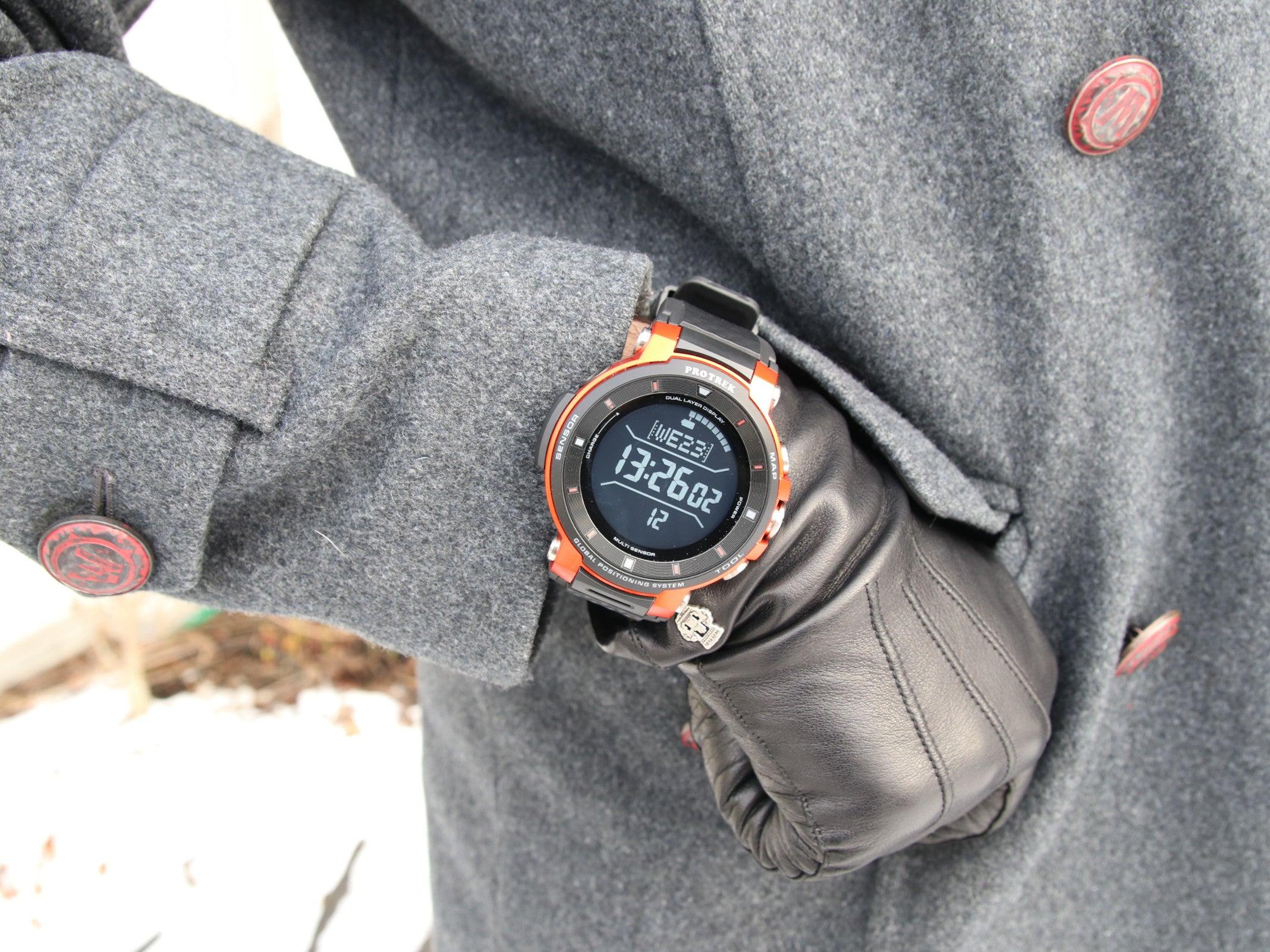 Casio Pro Trek smart WSD-F30 an einem Handgelenk