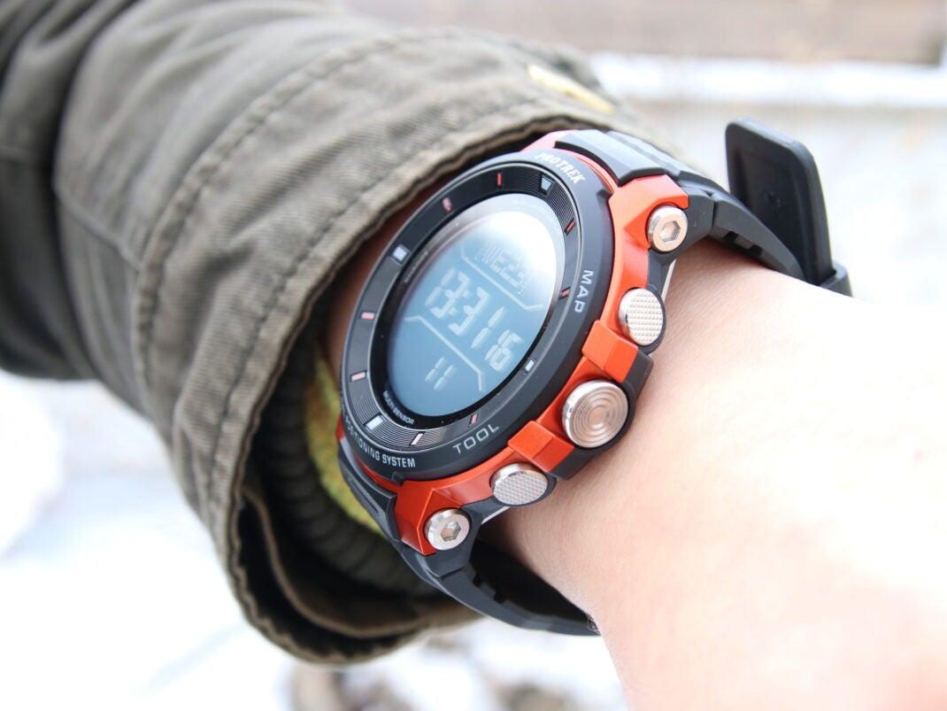 Casio Pro Trek smart WSD-F30 an weiblichem Handgelenk