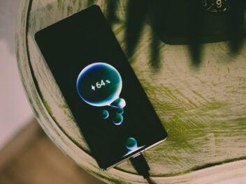 Xiaomi räumt ab! Diese 10 Smartphones haben laut Stiftung Warentest die beste Akkulaufzeit