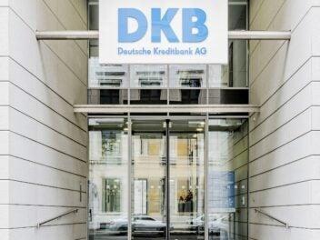 Eingang der DKB-Zentrale in Berlin