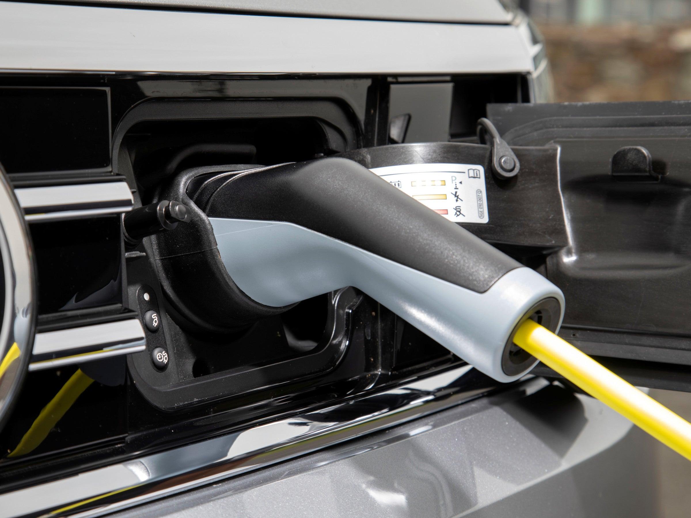 Ladevorrichtung an einem Volkswagen Passat GTE