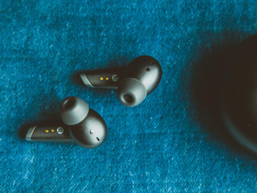 Der Klang der Kopfhörer ist zum Preis von etwa 30 Euro in Ordnung.