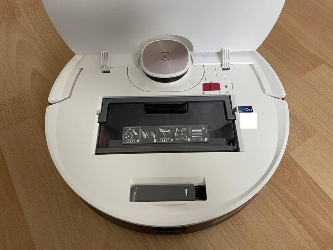 Ecovacs Deebot Ozmo T8 mit geöffnetem Deckel und Sichtbarem Staubbehälter