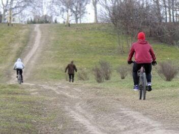 Fahrradfahren im Park