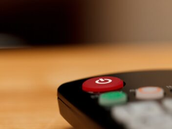 Ein-/Aus-Knopf auf einer Fernbedienung