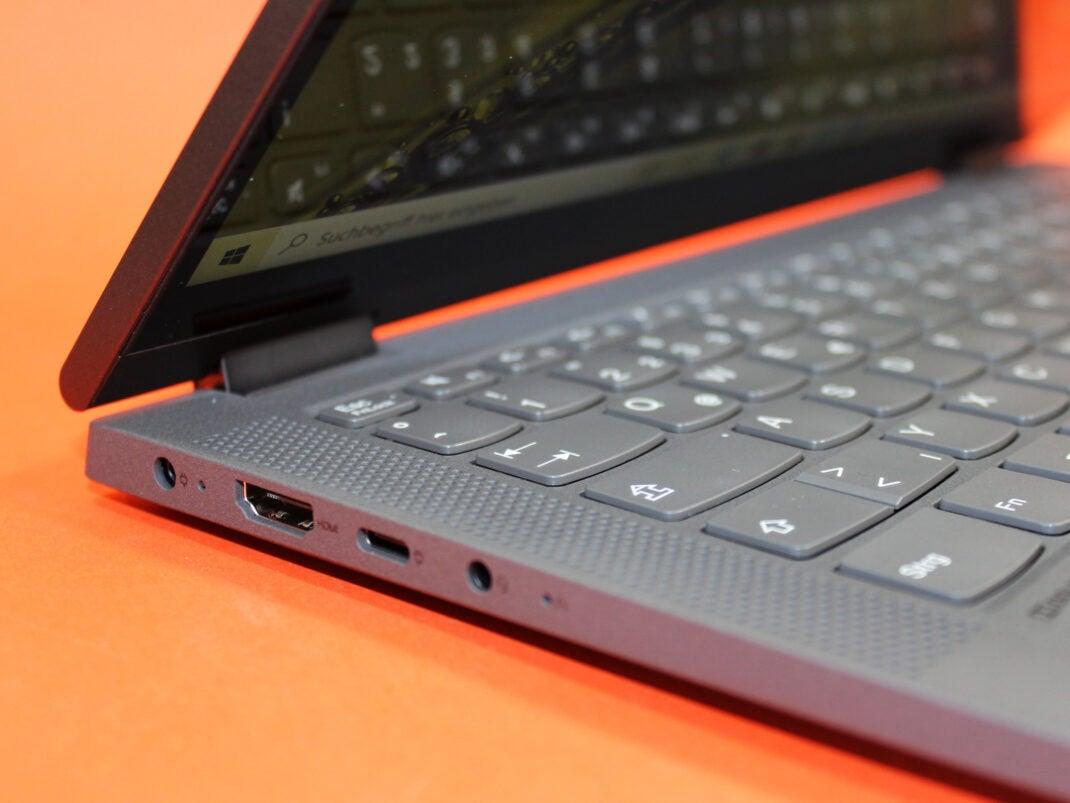 Anschlüsse links des Lenovo Ideapad Flex 5