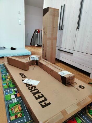 Der Flexispot E7 kommt in vielen kompakten Paketen