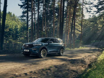 Ford Explorer PHEV im Wald