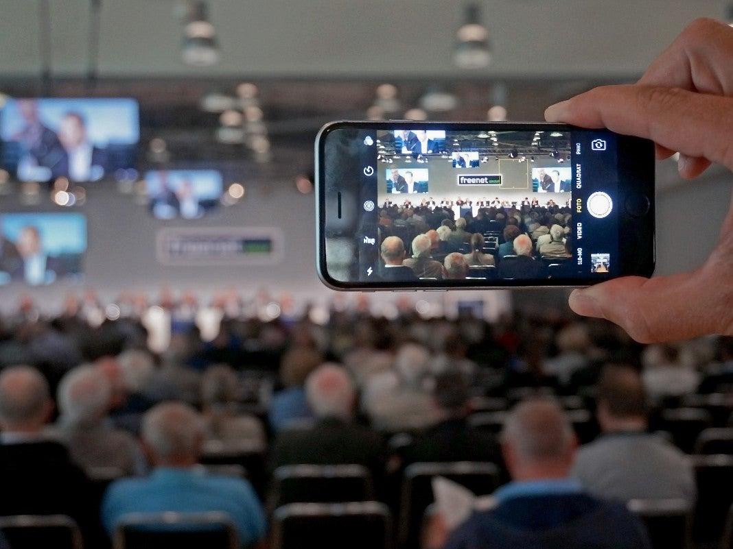 Smartphone auf freenet Hauptversammlung