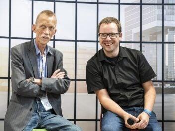 TK-Experte Prof. Dr. Torsten J. Gerpott (links) und inside handy Redakteur Thorsten Neuhetzki auf der Anga Com