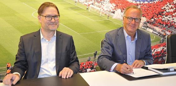 Gigaset-Chef Charles Fränkl (links) und Karl-Heinz Rummenigge bei der Vertragsunterzeichnung zur neuen Platinum-Partnerschaft.