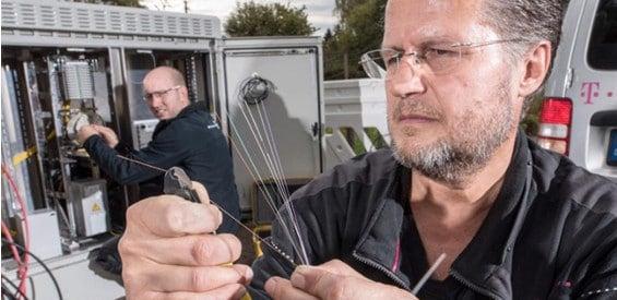 Glasfaser-Monteur der Deutschen Telekom