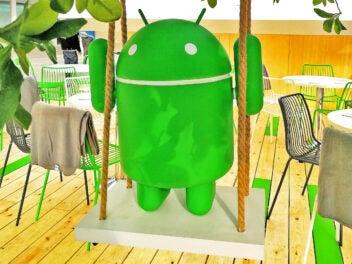 Android-Männchen auf Schaukel.