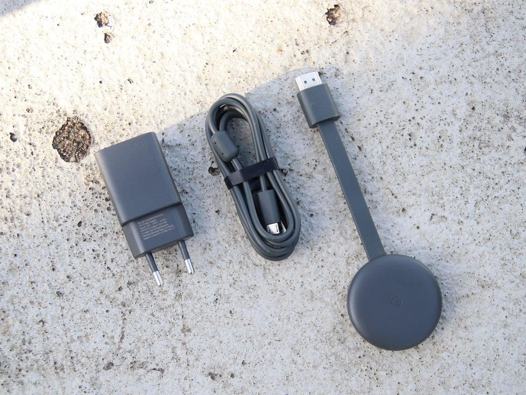 Netzteil, USB-Kabel und Google Chromecast