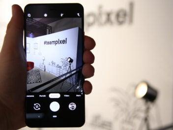 """Bild-in-Bild-Foto des Google Pixel 3 Xl mit dem Label """"teampixel"""""""