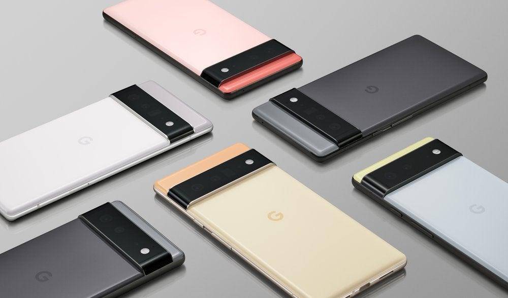 DasGoogle Pixel 6 und Pixel 6 Pro nebeneinander vor einem grauen Hinterbgrund