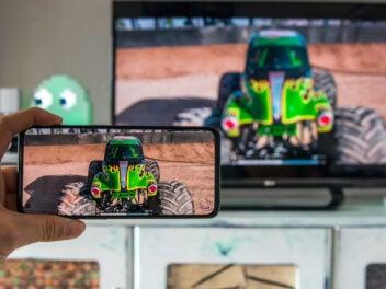 Handy mit Fernseher verbinden: So einfach geht's