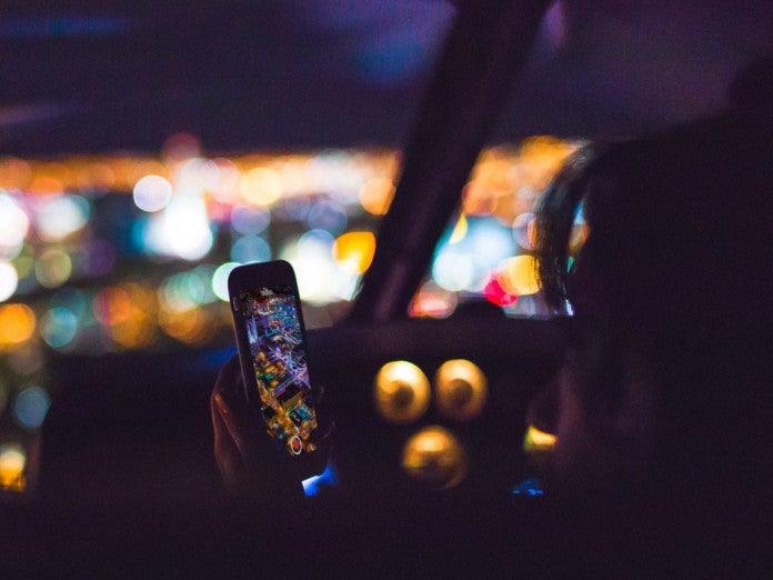 Handy nutzen im Auto